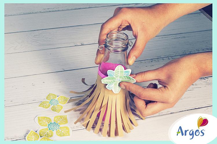 Decoración Moana pegar flores