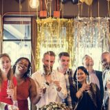 decoracion con globos amigos celebrando
