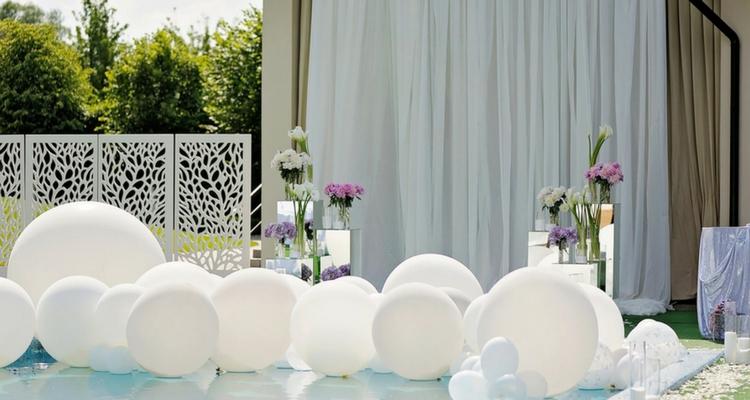 decoracion con globos matrimonio piscina